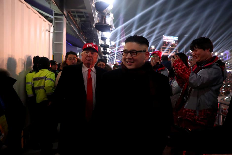 People dressed-up as U.S. President Donald Trump and North Korean leader Kim Jong Un attend the Winter Olympics opening ceremony in Pyeongchang | Autor: YONHAP