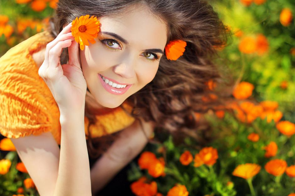 Beauty happy Romantic woman Outdoors. Beautiful Teenage girl emb | Autor: Victoria Andreas