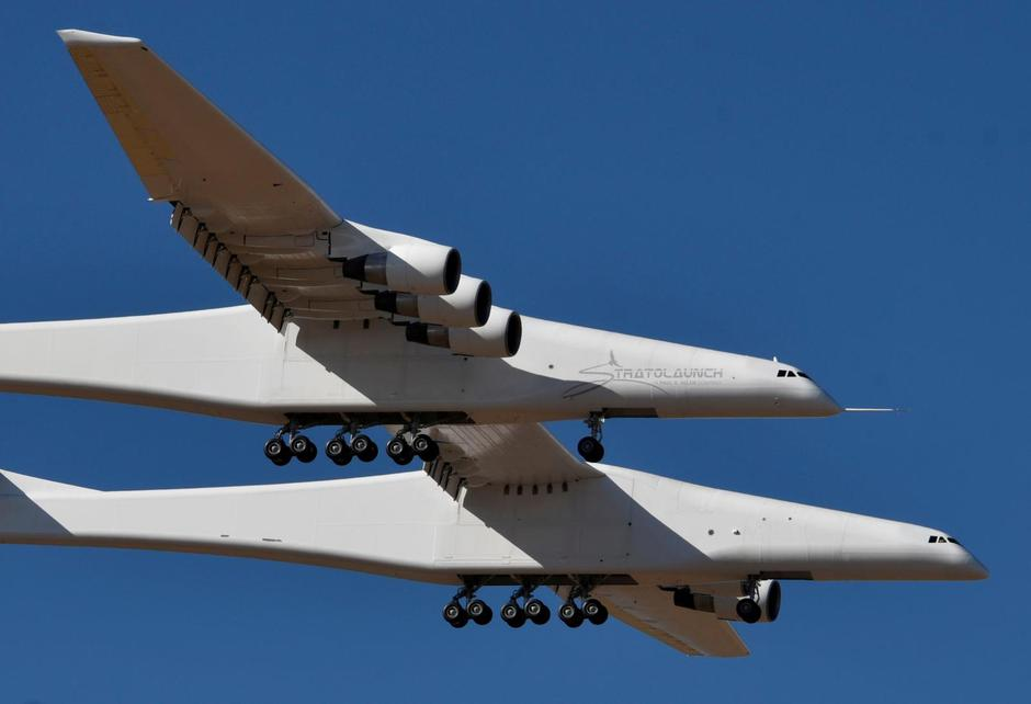 The world's largest airplane, built by the late Paul Allen's company Stratolaunch Systems, makes its first test flight in Mojave | Autor: GENE BLEVINS/REUTERS/PIXSELL/REUTERS/PIXSELL