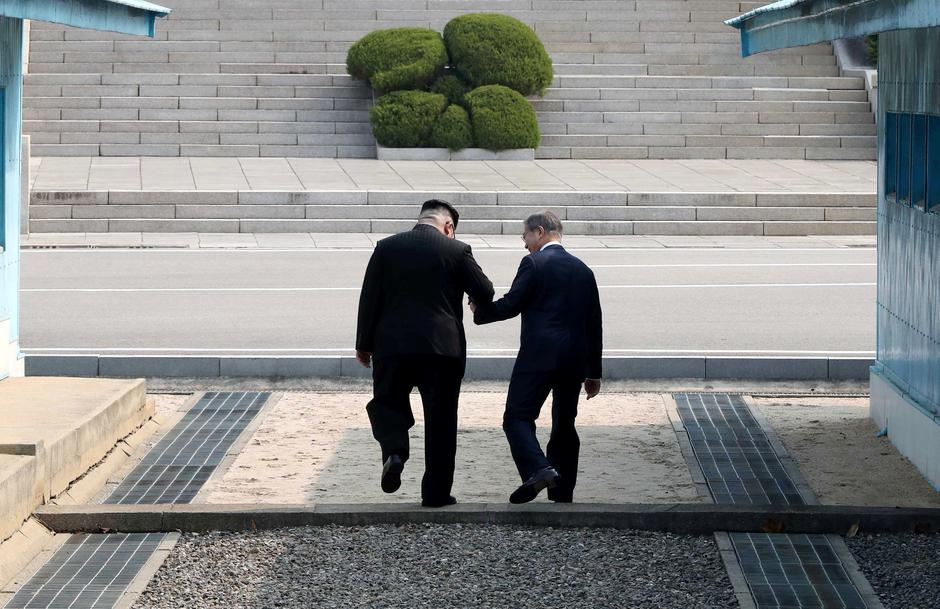 South Korean President Moon Jae-in and North Korean leader Kim Jong Un meet in the truce village of Panmunjom | Autor: HANDOUT