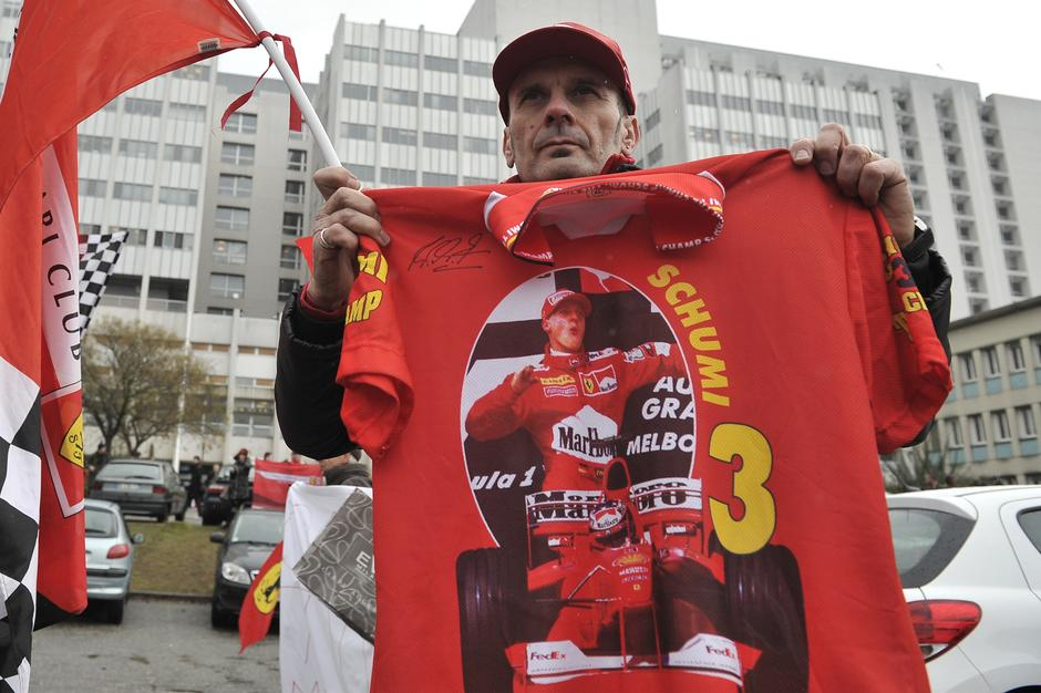 Schumacher Fans Celebrate His Birthday At The University Hospital - Grenoble | Autor: Lafabregue Romain/ABACA/PIXSELL
