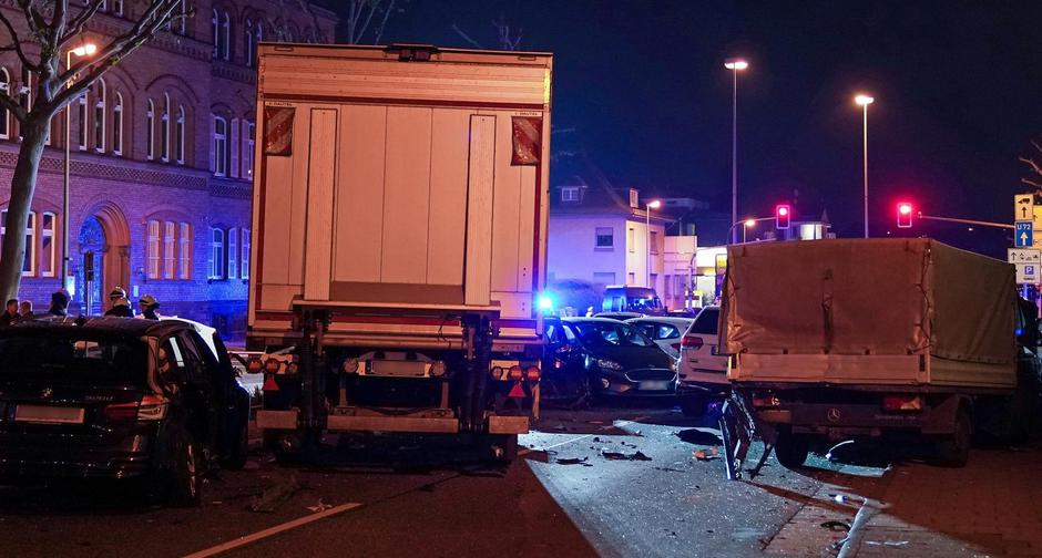 Truck hits vehicles - A seriously injured man | Autor: Thorsten Wagner/DPA/PIXSELL
