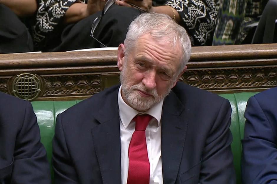 Jeremy Corbyn, Leader of the Labour Party, listens during a confidence vote debate after Parliament rejected Prime Minister Theresa May's Brexit deal, in London | Autor: REUTERS TV