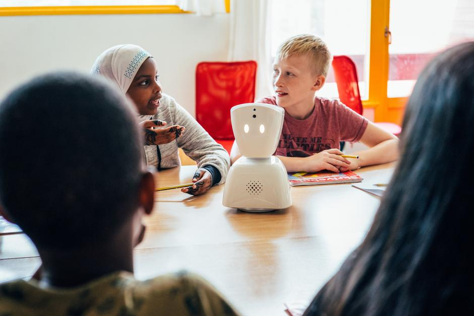 No Isolation's AV1 robot in a classroom in Norway. It helps children with long term illnesses keep up with their schoolwork remotely. CREDIT: No Isolation | Autor: