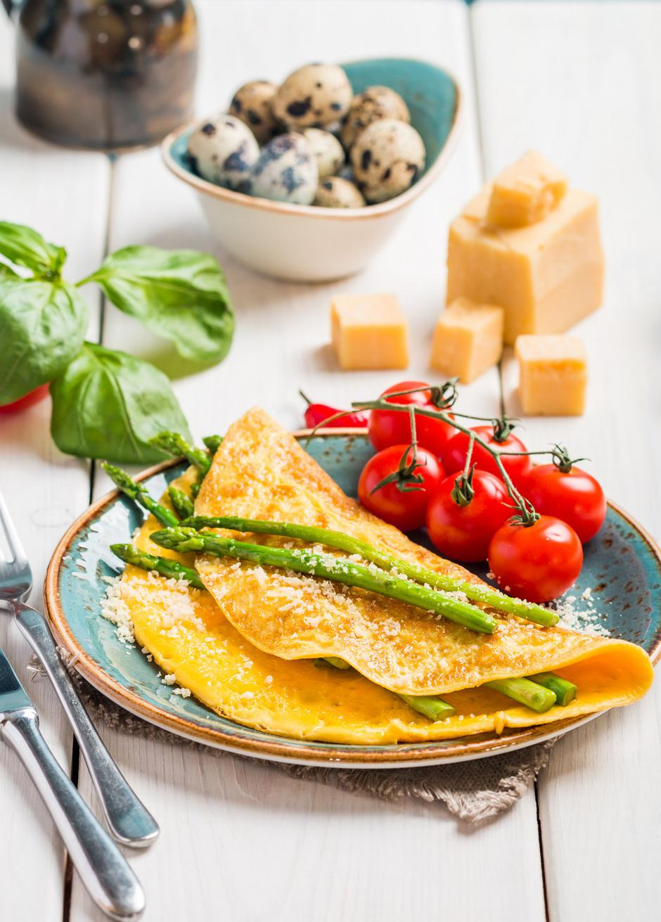 Scrambled eggs with asparagus  | Autor: Dreamstime