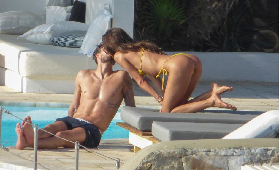 Izabel Goulart and Kevin Trapp seens to have fun at vacation on Mykonos Island in Greece | Autor: Profimedia