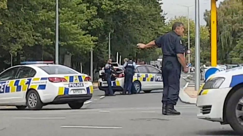 Social media video grab of police directing traffic at a road junction following reports of shootings at two mosques in Christchurch | Autor: SOCIAL MEDIA/REUTERS/PIXSELL/REUTERS/PIXSELL