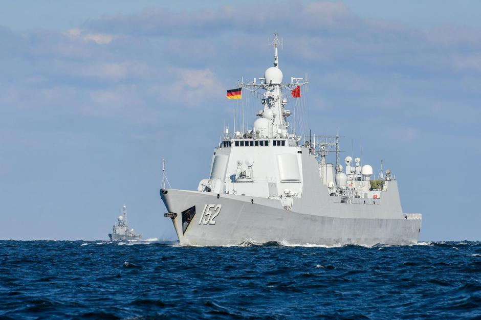 "Destroyer D 152 ""Jinan"" in the Kiel Forde 