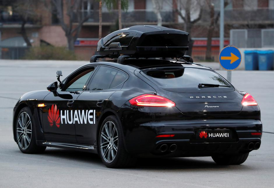 A driverless car controlled by a Huawei Mate 10 Pro mobile is pictured during the Mobile World Congress in Barcelona | Autor: YVES HERMAN
