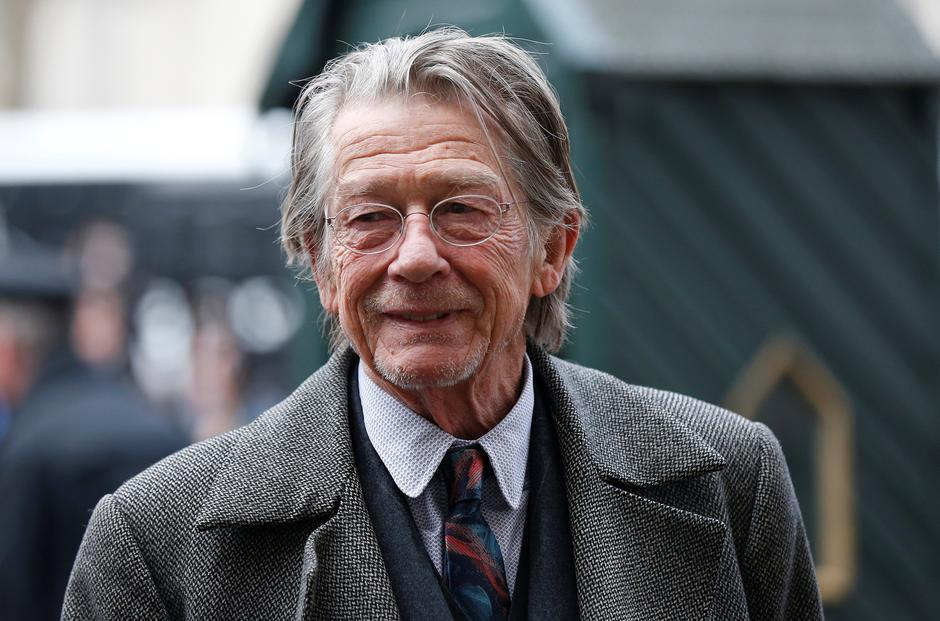 FILE PHOTO: Actor John Hurt arrives for a memorial service for actor and director Richard Attenborough at Westminster Abbey in London | Autor: © Suzanne Plunkett / Reuters