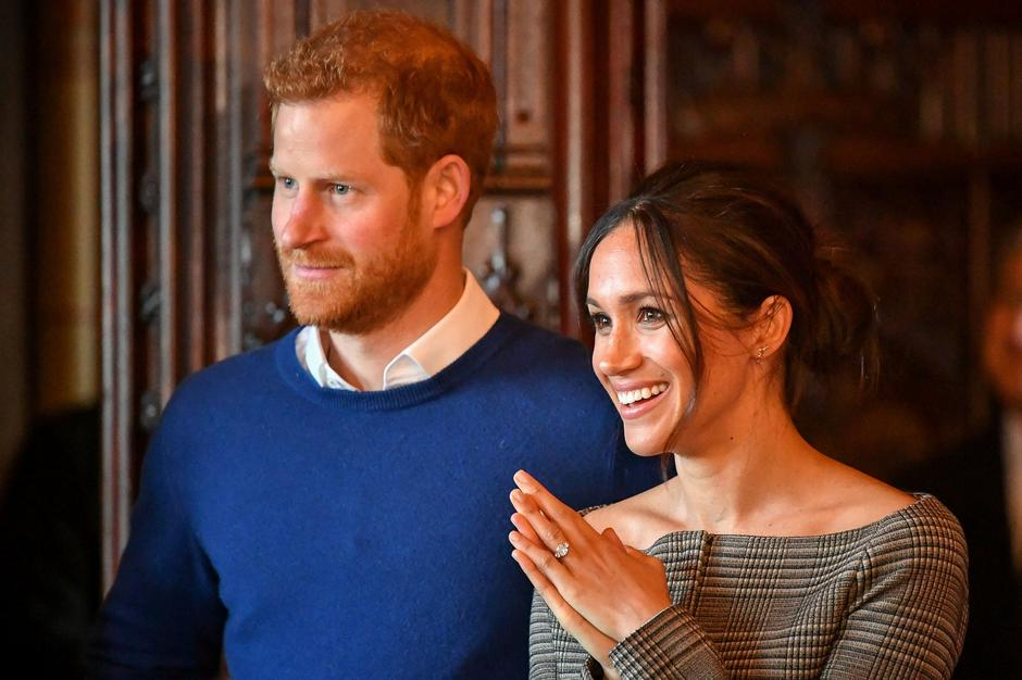 Britain's Prince Harry and his fiancee Meghan Markle watch a performance by a Welsh choir in the banqueting hall during a visit to Cardiff Castle in Cardiff | Autor: pool/REUTERS/PIXSELL/REUTERS/PIXSELL
